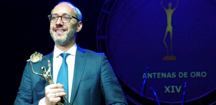 eduardo castillo capital radio premio antena de oro 2017